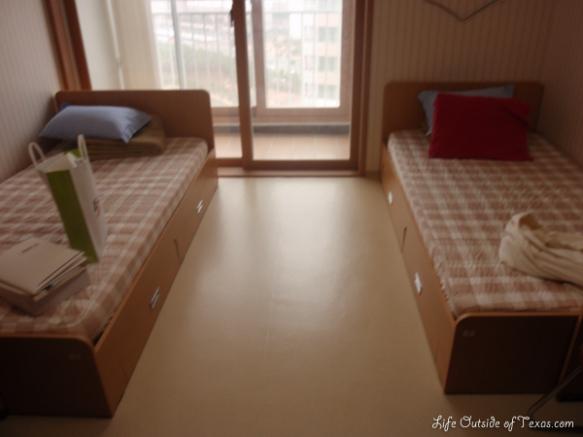 EPIK orientation dorm room | LifeOutsideOfTexas.com